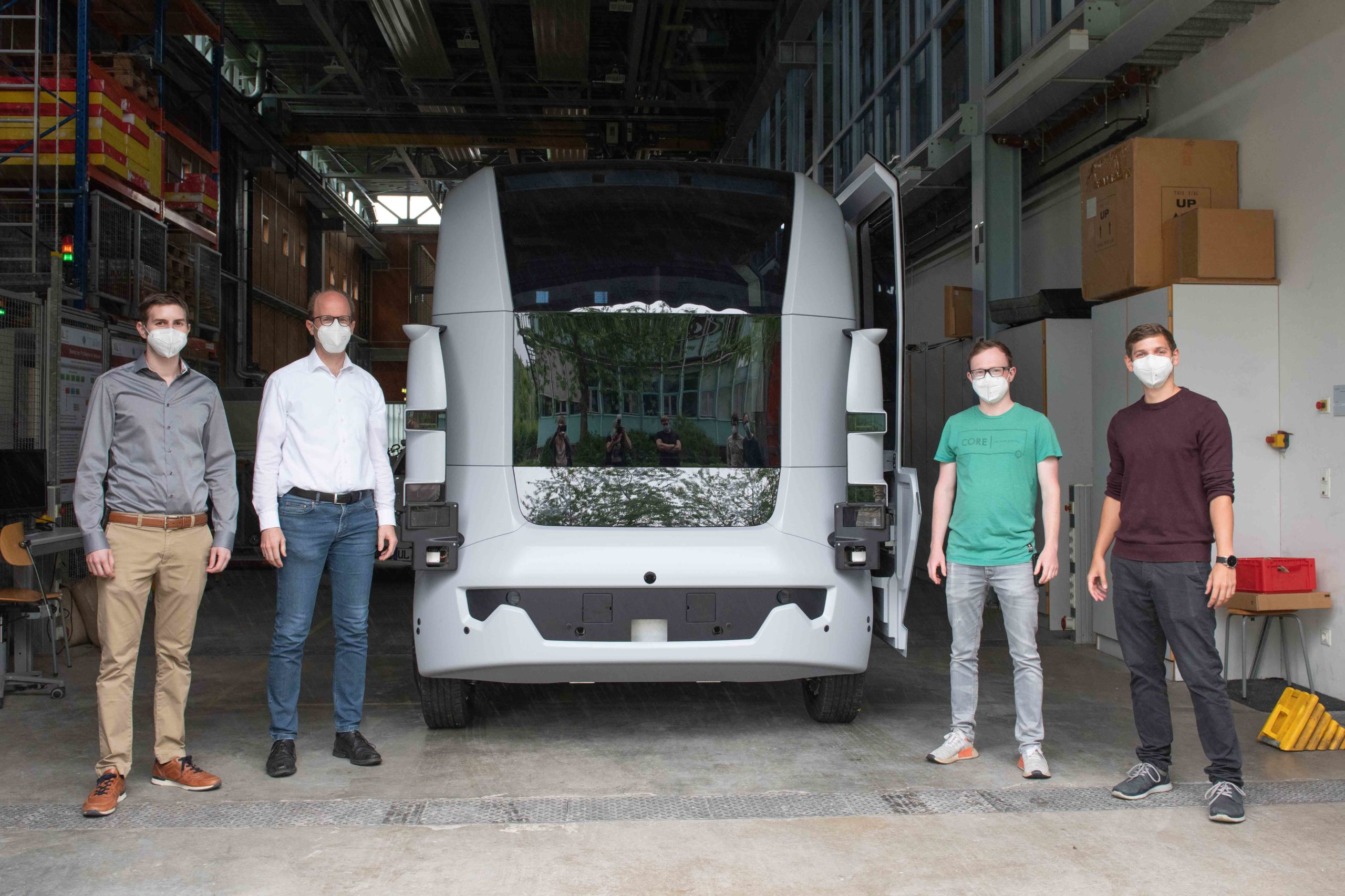The UNICARagil team of the MRM in front of the autoCARGO prototype (from left to right): Markus Schön, Dr. Michael Buchholz, Markus Horn and Matti Henning [Photo: Elvira Eberhardt]